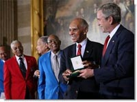 Tuskegee Airmen Receive Congress'highest medal