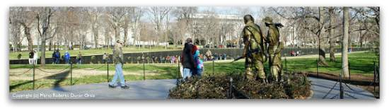 Vietnam Veterans Memorial in Washington, DC.  Photo copyright and courtesy of Mario Roberto Durán Ortiz.